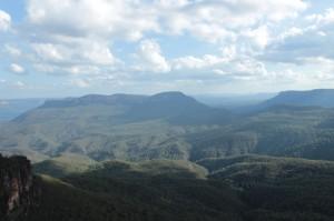 Les Blue Mountains et les vapeurs d'eucalyptus légèrement bleutées
