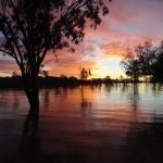 Lever de soleil sur le lac, quelque part entre la caravane et les bush toilet!