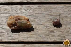 Apatite à gauche et zircon à droite
