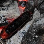 Pas toujours facile de gérer la cuisson au feu de camp...