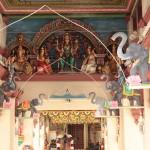 Dans le temple
