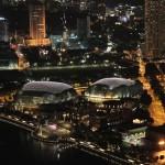 Singapour - Du haut de Marina Bay Sand, vue sur l'opéra de Singapour en forme de coque de durian